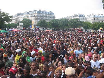 2005 DJ HALAN SUR SON CHAR AU CARNAVAL DE PARIS  SOIT 200 000 PERS (1)